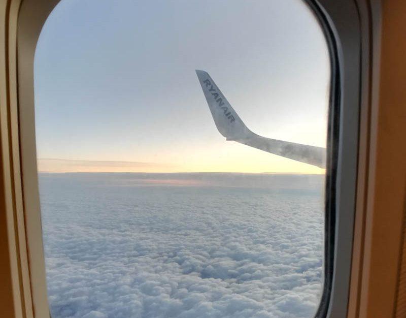 Vista dall'oblo dell'aereo in volo